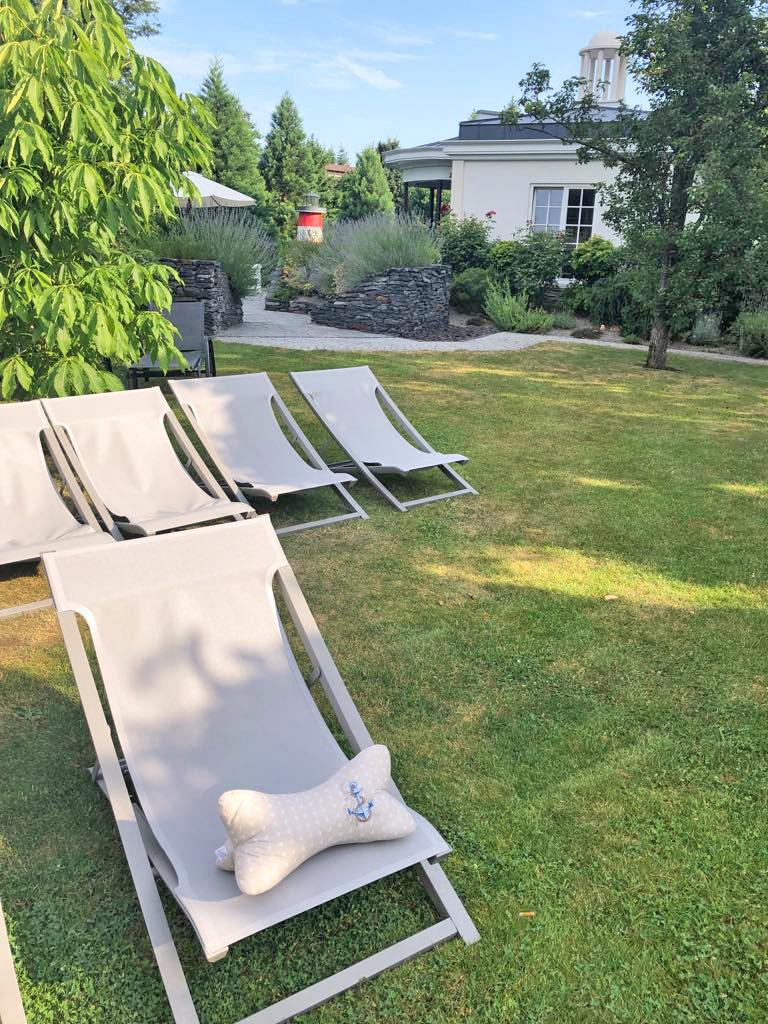 Leseknochen Liegestuhl Garten