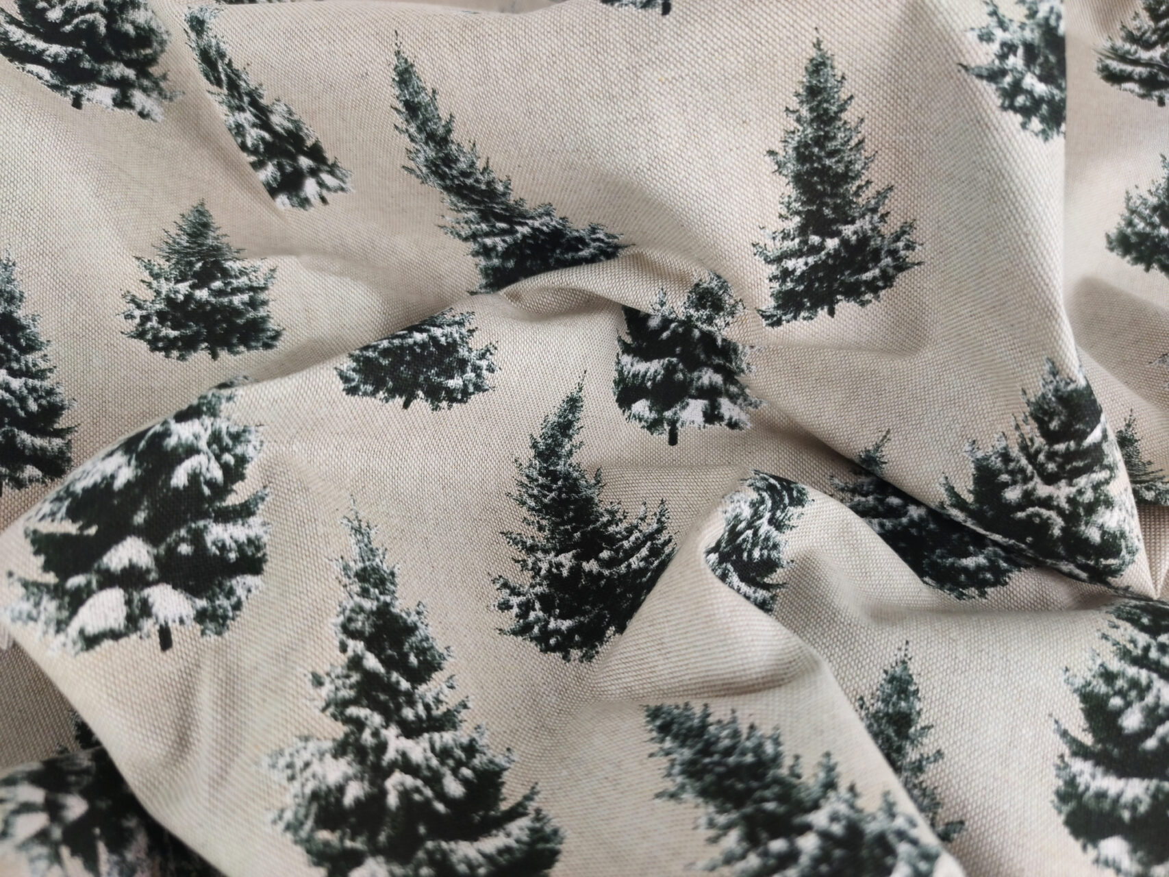 Stoffdetail-Tannenbäume-beige-schwarz